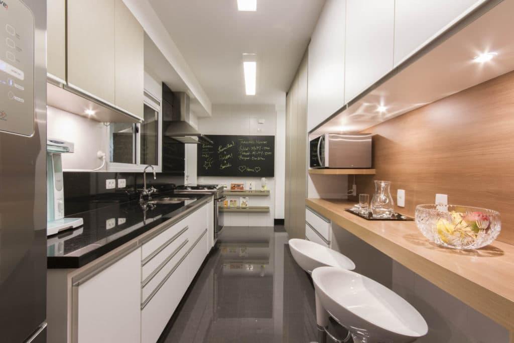 Cozinha de Apartamento no Brooklin Projeto de ArquiteturaLuni  #8D5F3E 1500 1000