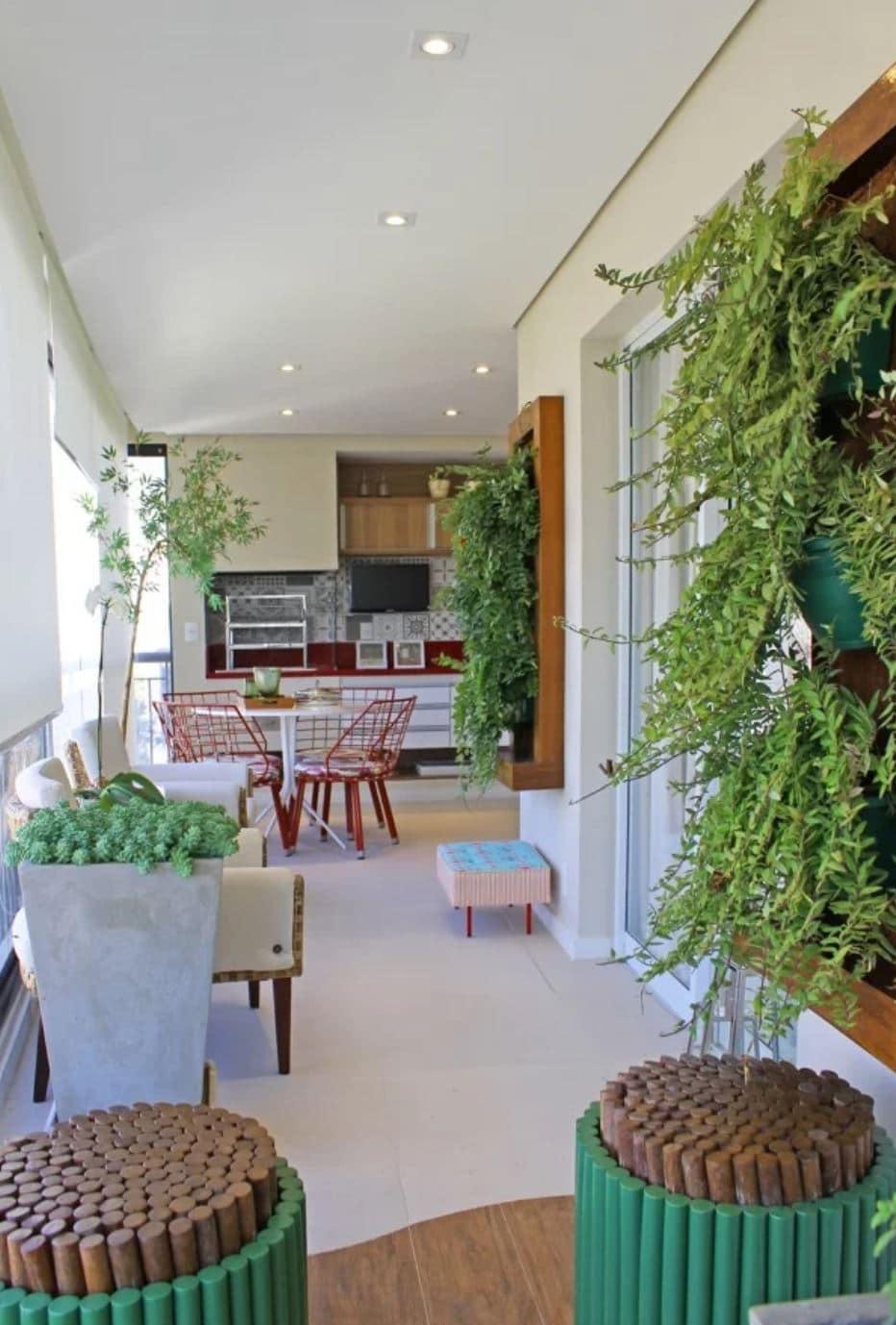 varanda com jardim vertical e horta